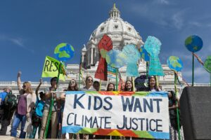Youth climate change protest in front of Capitol Hill / Photo By: Lorie Shaull